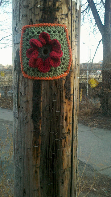 (via teandoranges: street smART: Yarn Bomb Minneapolis, please & thank you)