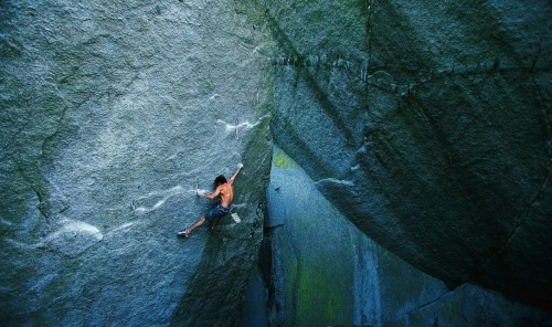 beethovensteaparty:  Curtis Suave on Silent Menace (5.14a), Cacodemon Boulders, Squamish, British Columbia.Photo by Jim Thornburg