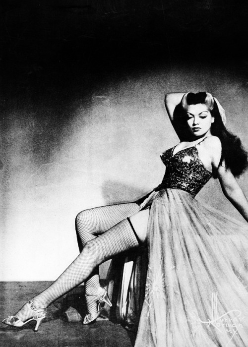 Burlesque dancer, Zorita, 1942