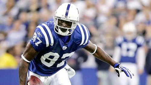 Remember how we kept hearing that Reggie Wayne would likely follow Manning to wherever he made his next home? Well, guess who's bizack. Reggie Wayne has signed a contract to stick with the Colts for another three years. Great news for Andrew Luck. Reggie Wayne might be one of only a few returning faces to the Indianapolis passing game.