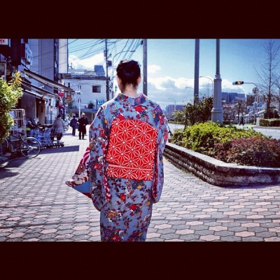 Japanese woman in Kimono walking through Gion in Kyoto