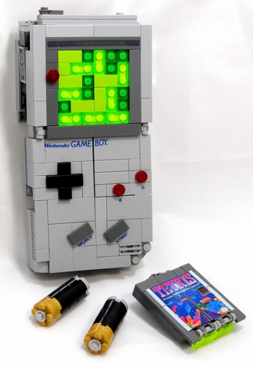 insanelygaming:  Gameboy Legos Created by Julius von Brunk (via GoNintendo & Kotaku)
