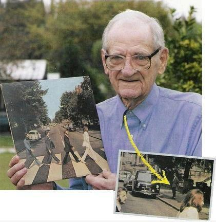 mystifyingmoments:         The man who photobombed the most iconic photo in the history of forever.  this deserves infinity reblog.    PHOTOBOMB OMFG  EPIC PHOTOBOMB  MY HERO