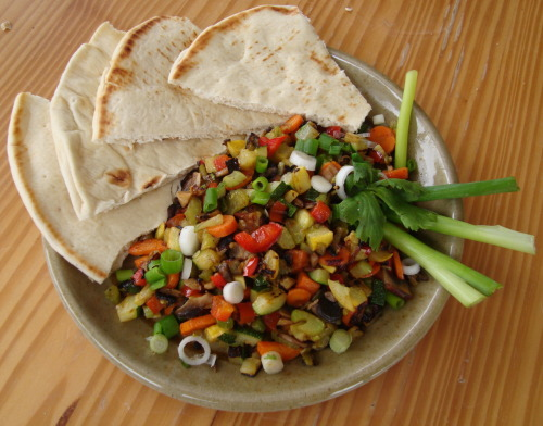 notdefinedbynumbers:  prettybalanced:  Vegetable Saute with Pita Bread  This looks amazing!
