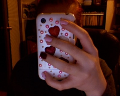 awWwWw my nails match my phone case~*~*
