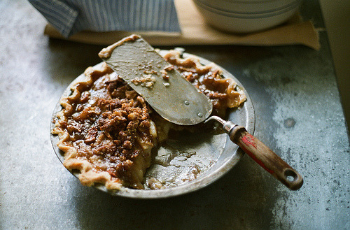 tocamelot:  Parking Lot Pear Pie (by La Branĉaro)