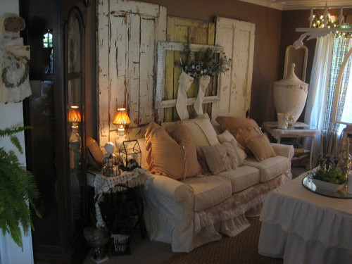 dreamsgatherhere:  Shabby Chic Living Room by Tin Rabbit on Flickr.