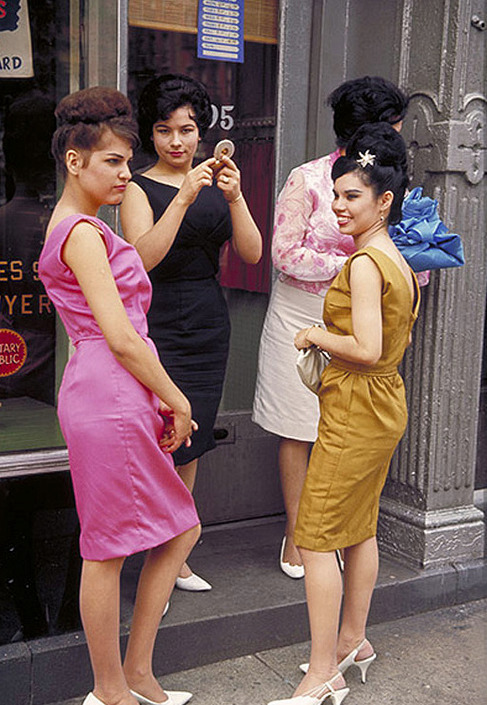urbanmetaphysics:  New York City, c. 1964.     Envious of ladies that aren't hot sweaty messes this time of year and look put together like that. YOU ARE MAGICAL WITCH BITCH CLASSY BROADS!