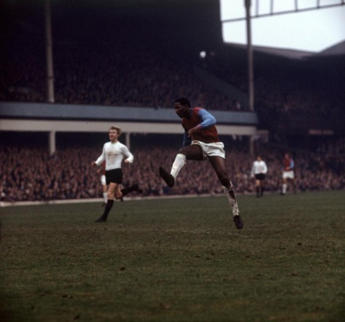 pitchinvasion:  Clyde Best, West Ham United.