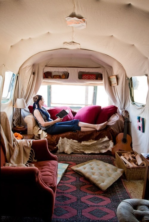 This I like. decoeur:  This makes me want to live in an Airstream Silver Bullet trailer.