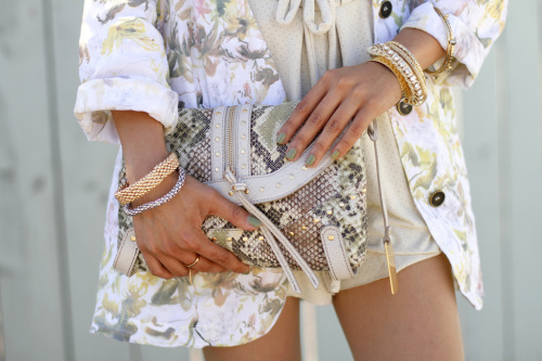 mirnah:  Love the floral mixed with the snake print, it looks great!