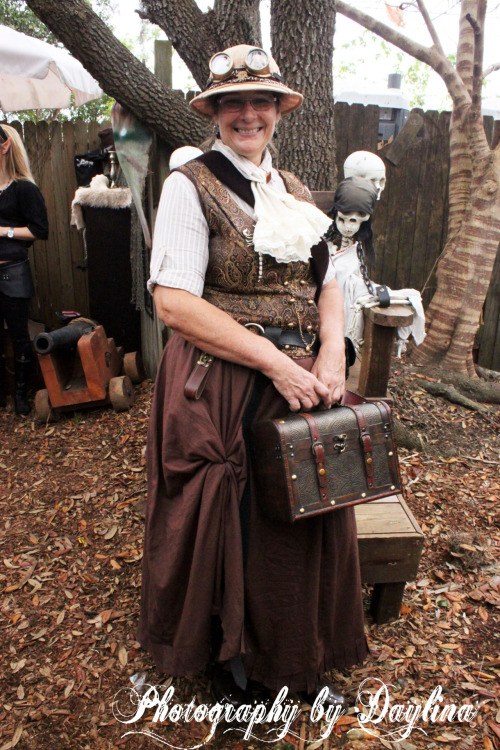 tampasteampunk:  Nola is ready to go adventuring!  Various steampunk organizations from around Florida, all of whom are members of the Florida Steampunk Society, met for a Steampunk Invasion of the (Tampa) Bay Area Renaissance Festival.