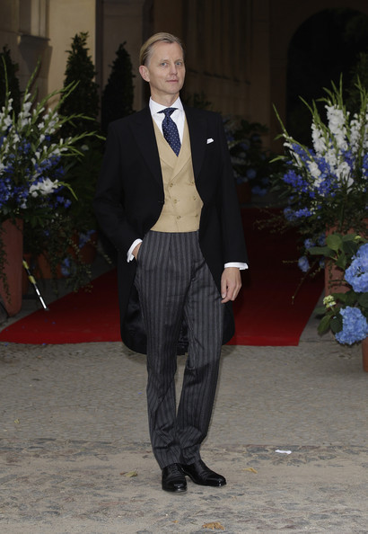 lostsplendor:  Max Raabe in attendance to the wedding of Georg Friedrich Ferdinand, Prince of Prussia and Sophie of Isenburg, Potsdam, August 2011