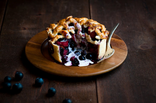 distinguishedcompany:  turquoisetulipsandbliss: Blueberry Rhubarb Deep Dish Pie
