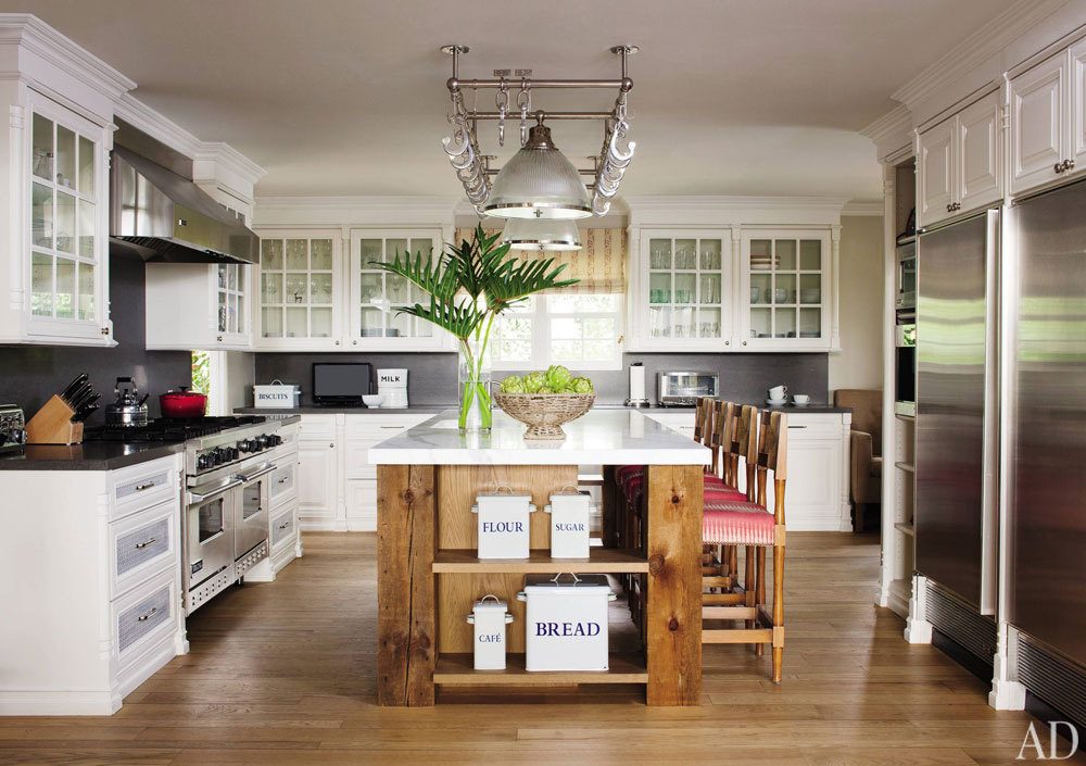 Hank Azaria's Bel Air kitchen, designed by Trip Haenisch. See more celebrity kitchens in our roundup. Photo: Roger Davies