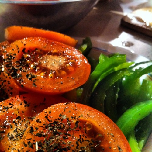 #food #yummy #tomatoes #basil (Pris avec instagram)