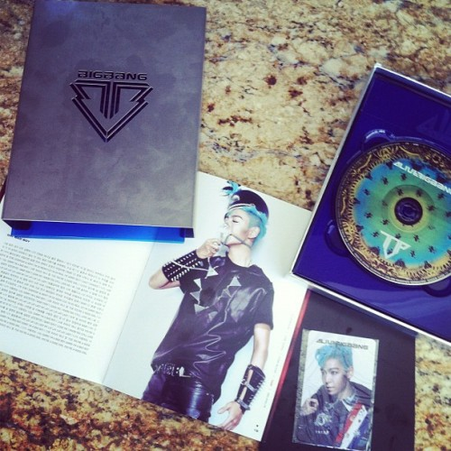 GUYS MY BIGBANG ALIVE ALBUM CAME IN!!! I ordered The TOP version. This has officially been one of the coolest albums I've ever purchased! It's so cool with all the little nic-nacs and such. Gonna go download it to iTunes now xD #top #bigbang #alive #badboy #blue #fantasticbaby #kpop #album #music #freakingout  (Taken with instagram)