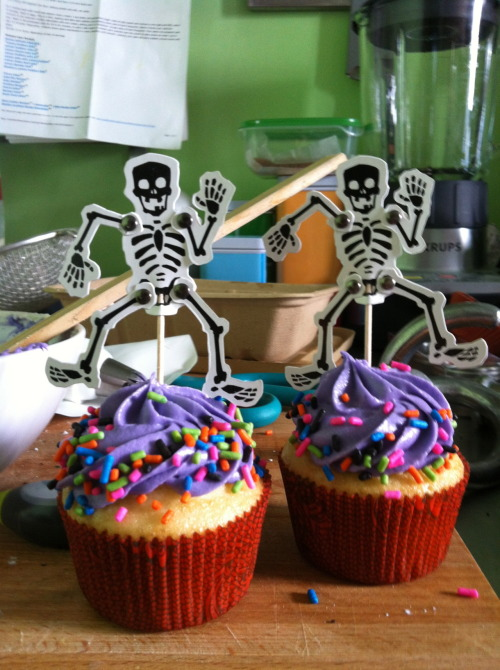 Cupcakes for a spooky Birthdaywishes.org party.