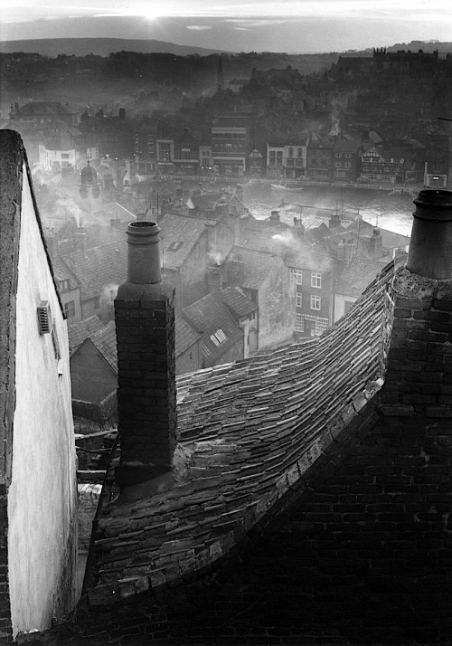 luzfosca:  Edwin Smith Roofscape, Whitby, North Yorkshire, 1959