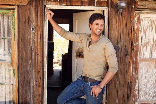 countrylovesluke:  love him <3  god damn..