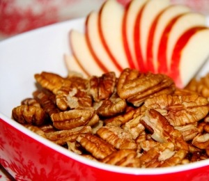 findvegan:  Apple Pie Infused Pecans