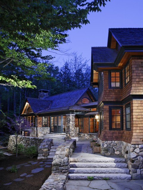 Coming Home…. this cedar sided house looks so cozy and welcoming (via Carl Vernlund)