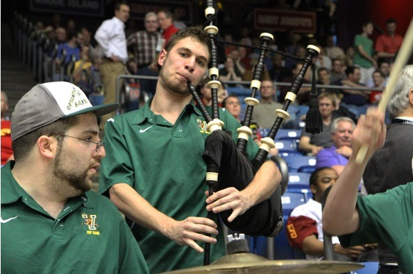 We weren't expecting to see bagpipes in Vermont's band… (Photo via @MarchMadness)