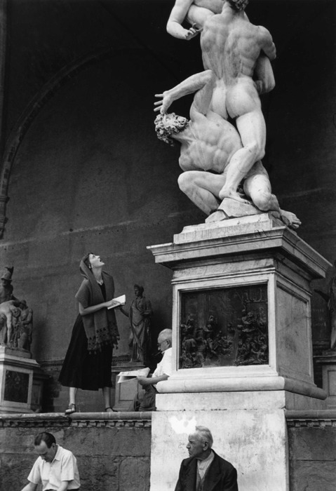 theclotheshorse:  American Girl In Italy by Ruth Orkin