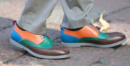thetieguy:  colorful brogues.