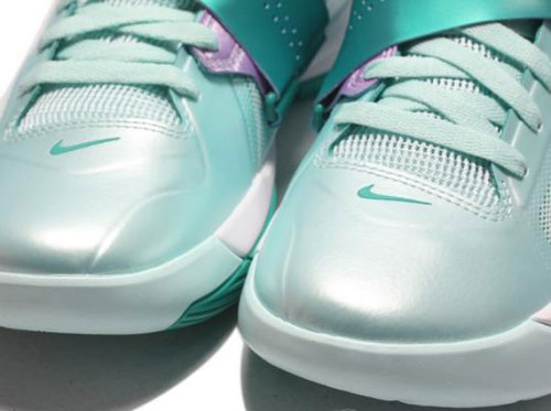 Nike Zoom KD IV - Easter new pics of another Easter colourway from Nike Basketball.  this KD IV features a pastel mint upper with a new green swoosh and accents throughout.  very clean, yet these will stand out.  click here for more pics Related articles Nike LeBron 9 Low 'Easter' - Release Date + Info (sneakerfiles.com)