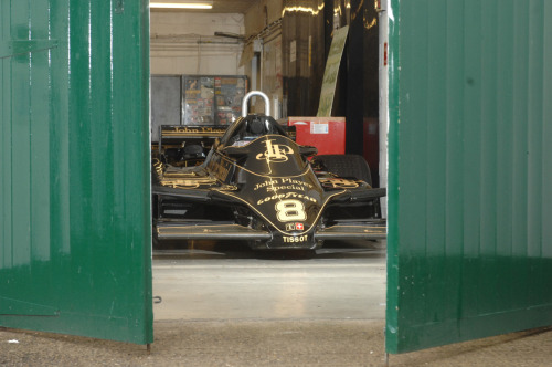 fuckyeahlotus:  Classic team Lotus workshop