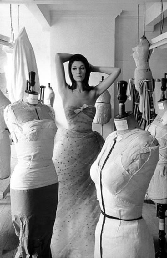 theswingingsixties:  Simone D'Aillencourt wearing an evening gown, 1961.