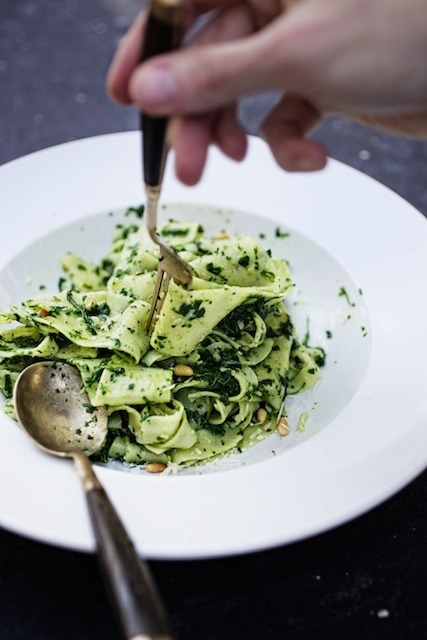 squaremeal:  Paparadelle with Kale Pesto & (via Farmhouse Delivery Blog)  YUM PLEEZ