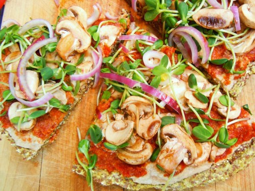 "prettybalanced:  Vegan Raw ""Pizza"""