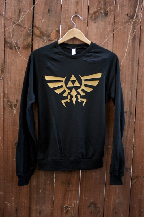 walruscarpenterandoysters:  new zelda sweater http://www.etsy.com/shop/debbiemarine  NEED THIS NOW.
