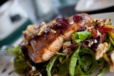 happy-patata:  salad with salmon, grapes & nuts!! Healthy and delicious =)