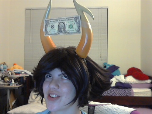 ri-el:  gangbanglerfish:  no-homestuck-left-behind:  DEY CALL ME THE DOLLAROSA 5 DOLLAH MAKE DEM BLUEBLOODS HOLLAAAAAH RAISE YO HANDS IF U BELEEB   asdfga.,dfnkshPSD;ljgDFSGF