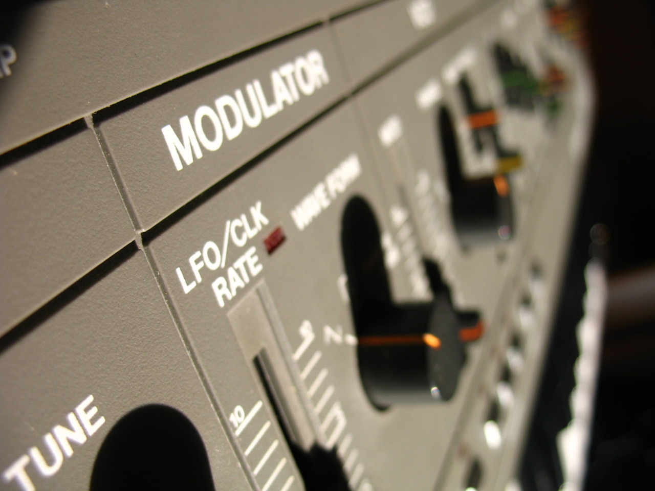 funkerfuel:  from a gray roland sh-101,…. wubwubwub motherfucker!