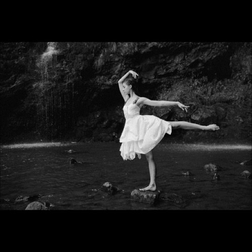 fading-dust:  #ballerina #ballet #blackandwhite #photography #instaballet (Taken with instagram)