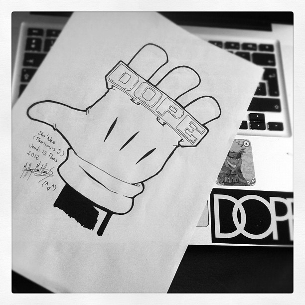 By @Sh0nen #MickeyMouse #mickey #Dope #Draw #hand #Gold #Golden #Ring #Dopecouture #MacbookPro #Naruto (Pris avec instagram)