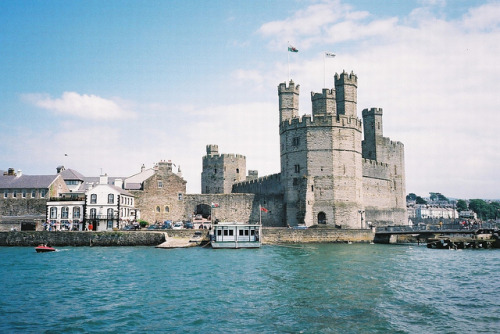 ohmyfreakingobama:  Wales Caernarfon Castle River Seiont 0605 by itsabitblurry on Flickr.