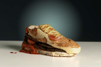 Olle Hemmendorff's Nike Air Max 90 Burger Olle Hemmendorff was commissioned, together with 7 other creatives/designers/photographers/artists, by Nike to interpret a Nike Sportswear icon. He got the Air Max 90 and decided to turn it into a hamburger. You can see all 8 pieces at the 1912 space inside Sneakersnstuff in Stockholm, Sweden. I'm just curious if he makes a fresh one every … minutes.