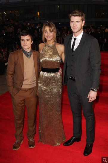 ohheyychrissy:  You guys, Peeta is just SO LITTLE and I think this might affect the way I see the Gale/Peeta battle in the movies because I mean COME ON. Little Peeta, get in my pocket. Gale you can get in my pants another way. OH BOOM.  This is not ok. He looks like legit Frodo in that photo. Unfortunate.