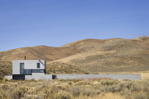 "letsbuildahome-fr:  Olson Kundig Architects ""Outpost"" Central Idaho, 2007  the mountains sell the house."