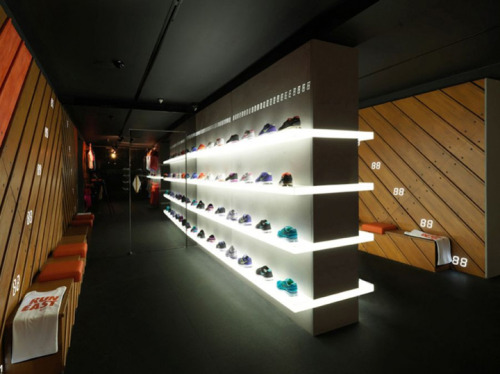 christian-jay:  Nike+ Fuelstation by Nike, London Boxpark