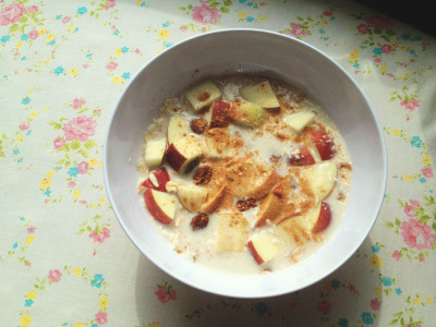 flyin-spaghetti-monster:  lunch woke up 10 minutes before my pilates session and didn't have time to eat breakfast for some reason, my mind says to my tummy that the first meal of my day always has to be 'breakfast-y'