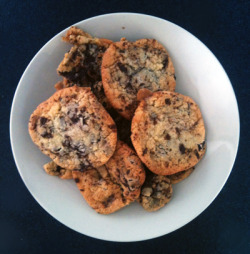 swing_set posted her delicious coconut caramel chocolate chip cookie recipe. I made them. And yes, they are as delicious as they sound. Jen is demanding pictorial evidence, so…. definitely not a piece of art >.> but I'll get there. I used honey, because that's what I have at hand.