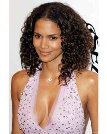 Halle Berry is today's curly hair beauty. I think she looks better with long curly locks instead of the short straight bangs she has worn in the past.