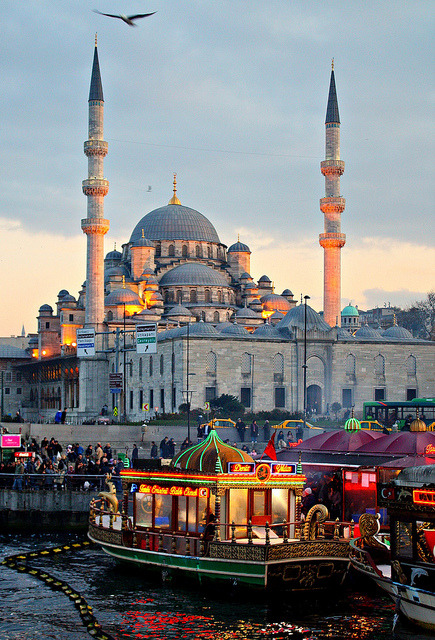 illusionwanderer:  Night - Istanbul - Turkey by sabientje48 on Flickr.