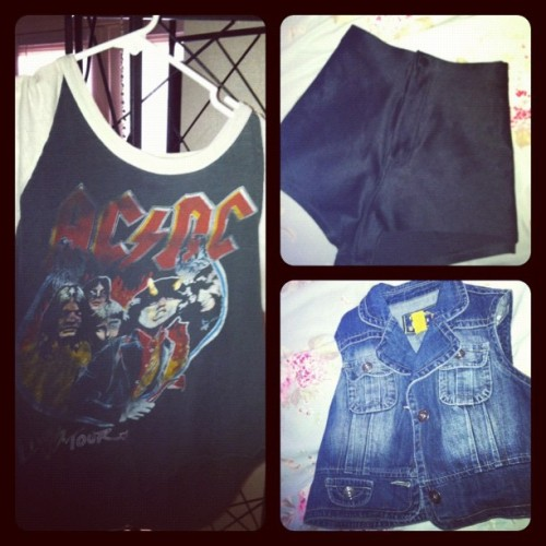 possible #outfit for day one??!!!?? ⚡ #packing (Taken with instagram)